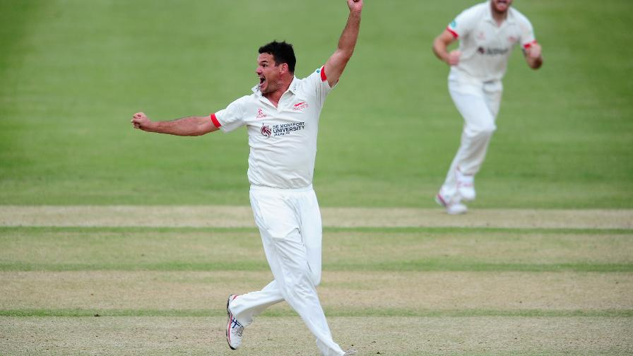 Glamorgan stunned by amazing Leics comeback