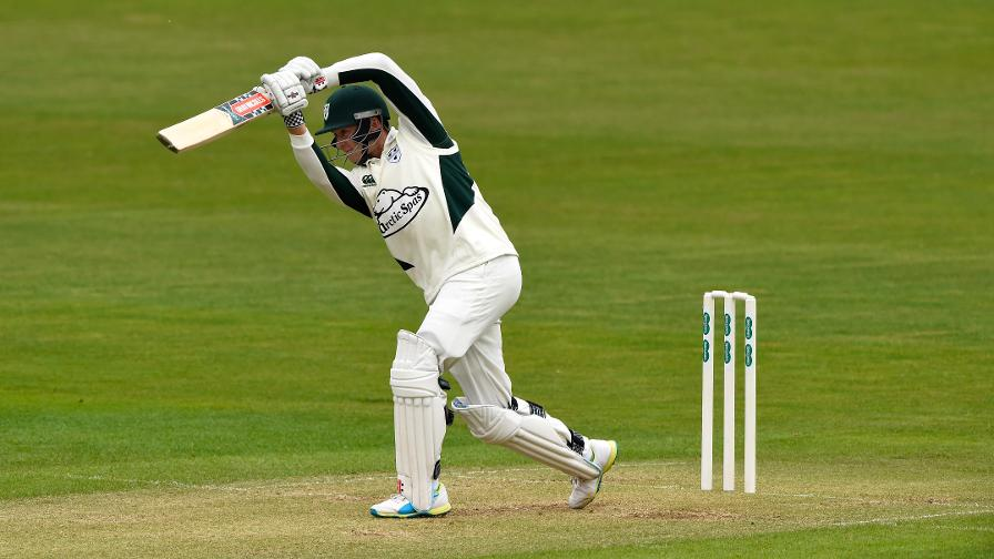 Worcs end Kent's unbeaten run to go second