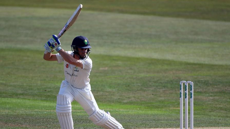 Glamorgan defiance puts Essex party on hold