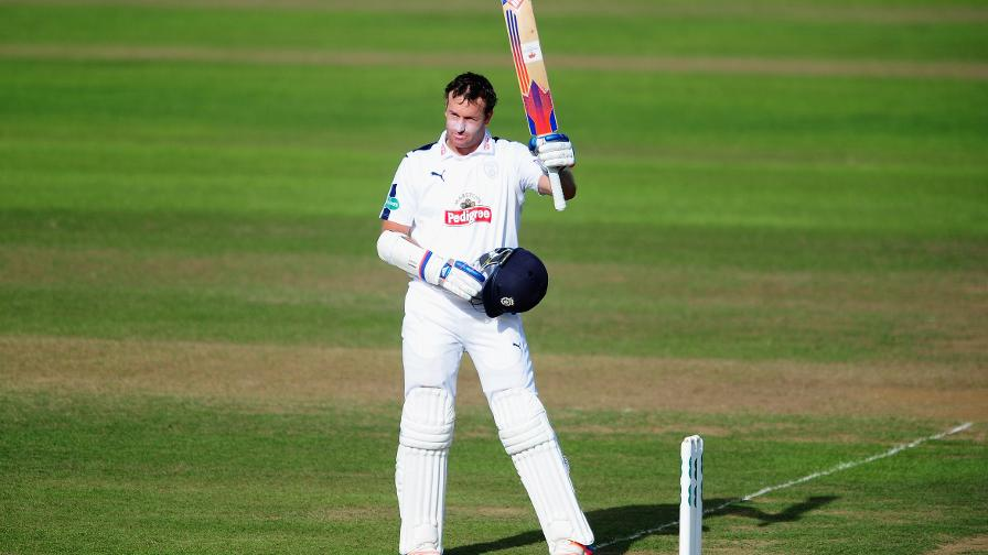 Ervine ton helps Hants survival chances