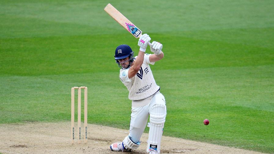 Middlesex beat Notts to stay top of the table