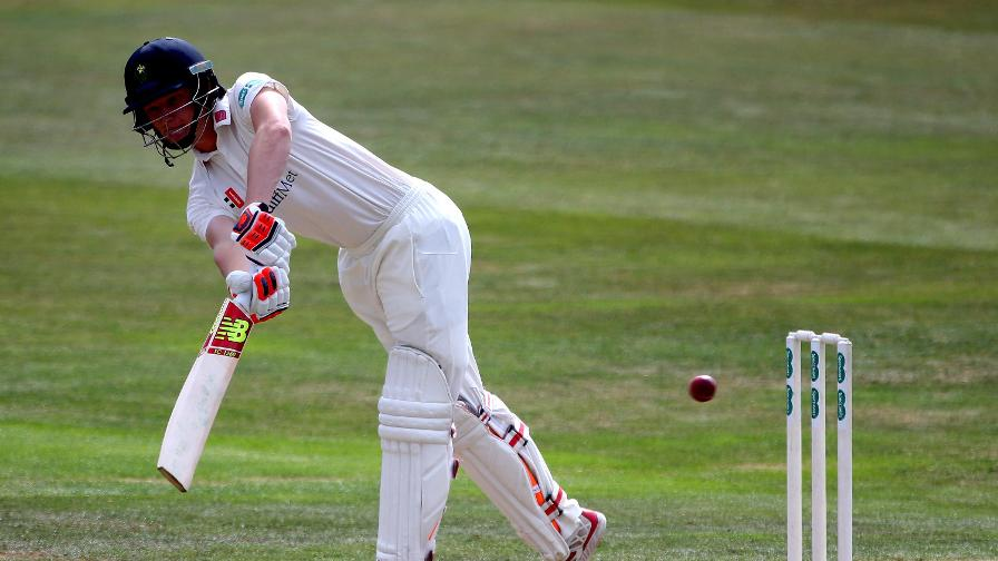 Donald eases Glamorgan to draw with Leics