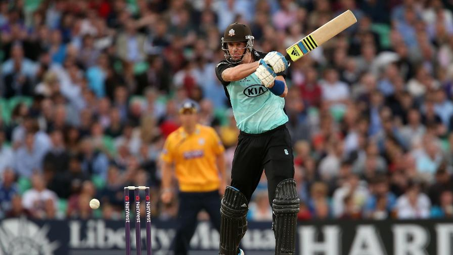 Kevin Pietersen signs for Surrey