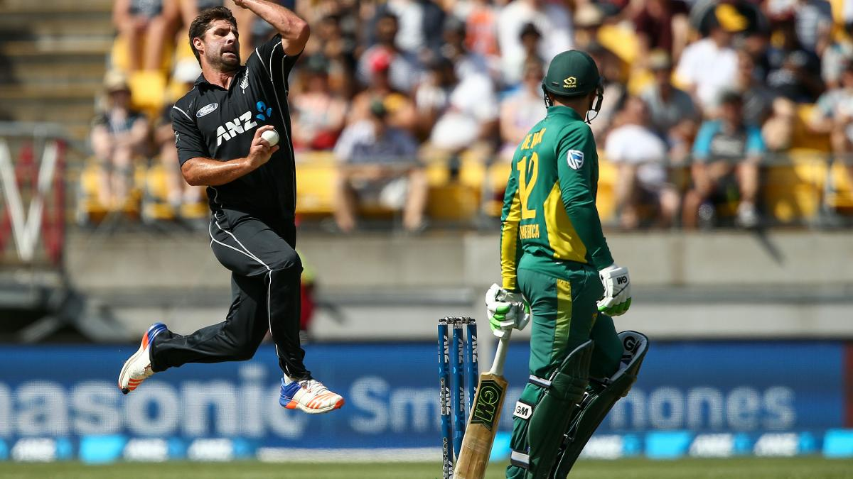 Colin de Grandhomme in action for New Zealand against South Africa