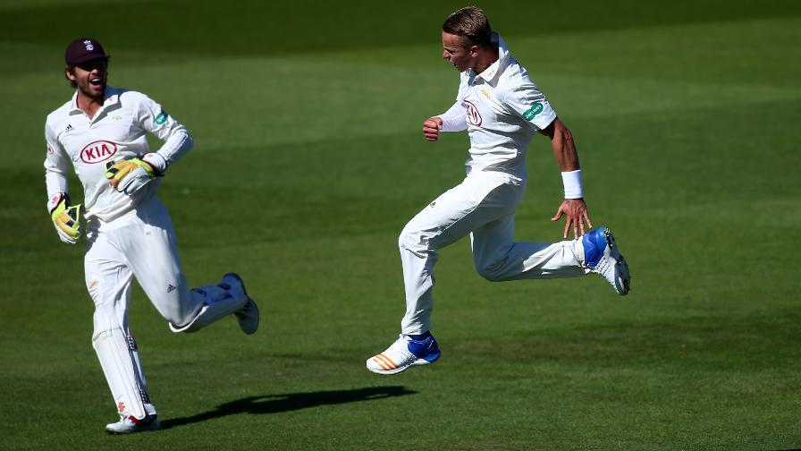 Surrey complete emphatic win