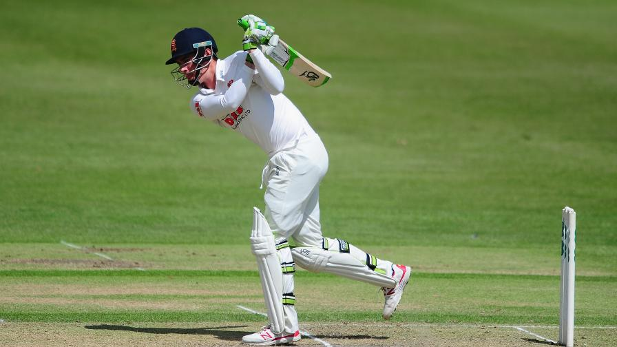 Lawrence heroics earns Essex draw