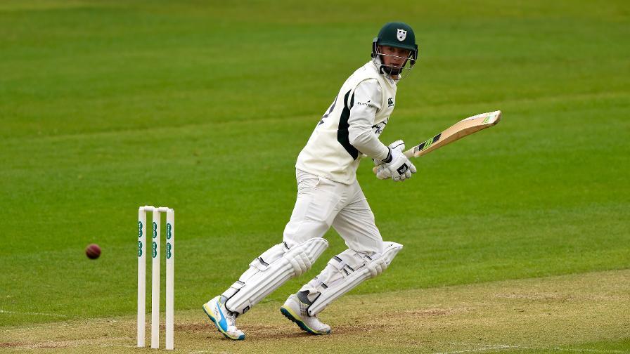 Worcestershire make Glamorgan toil