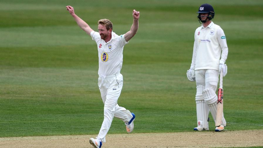 Collingwood leads from front at Gloucestershire