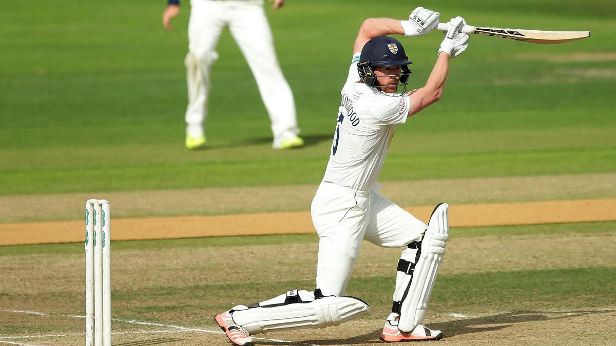 Paul Collingwood reached 1,000 runs for the current County Championship season against Kent