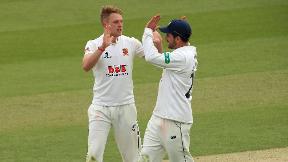 Highlights - Warwickshire v Essex Day 1