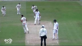 Highlights - Derbyshire v Leicestershire Day 3