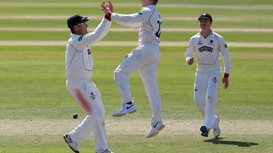 Dom Bess stars but Somerset struggle
