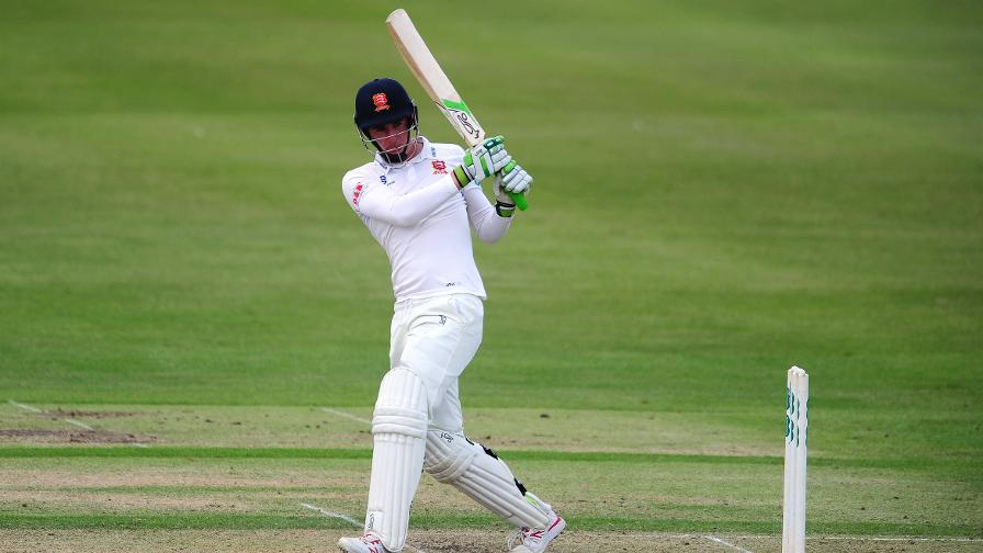 Lawrence & Bopara get Essex on track at Chelmsford