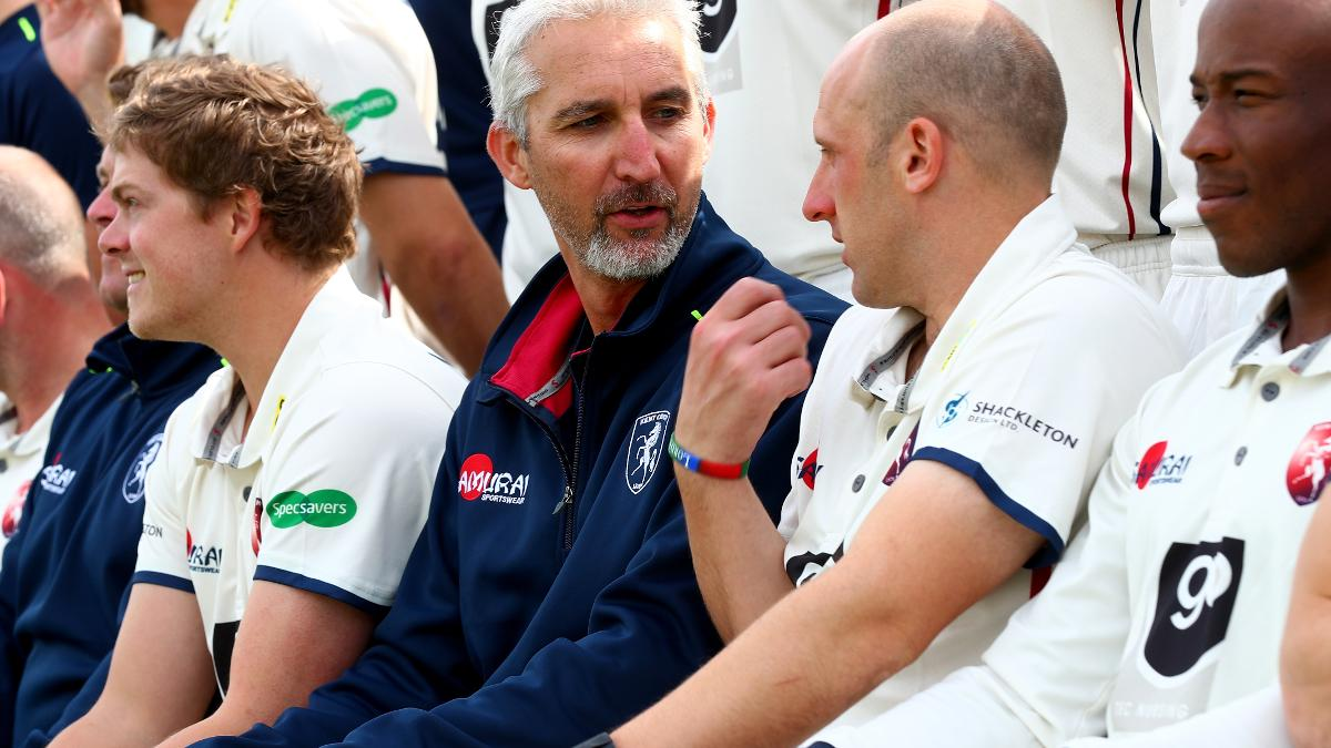 Jason Gillespie talks to Kent spinner James Tredwell where he's been working as an assistant coach since the beginning of the season