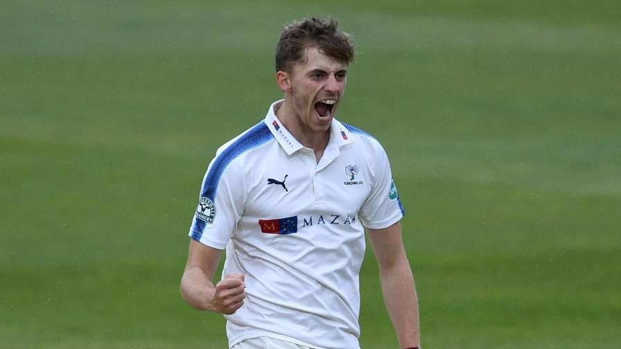 Yorkshire close in on emphatic win