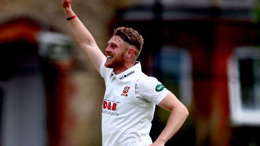 Div One reports: Essex entertain with epic bowling