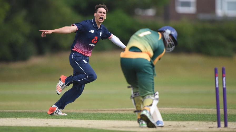 England reach Tri-Series T20 final