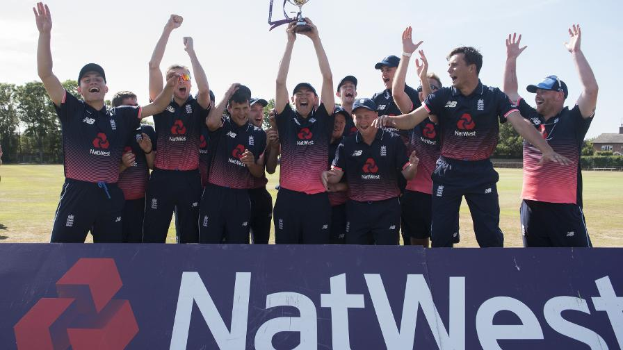England LD seal T20 crown