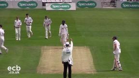Highlights - Yorkshire v Essex Day 1