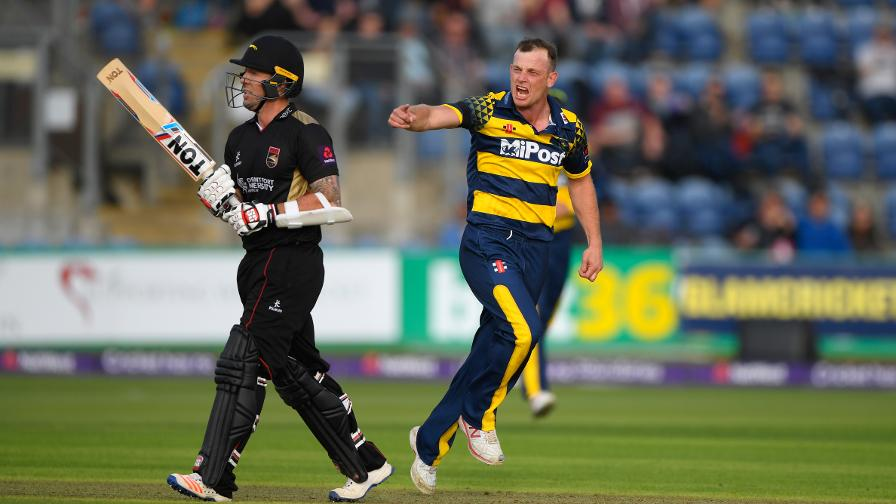 WAGG THE TAIL - Do you reckon Graham enjoyed dismissing Luke Ronchi?!