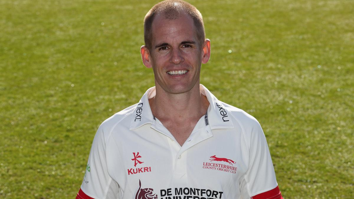 Dexter's five wickets helped keep Kent's total down in an even contest