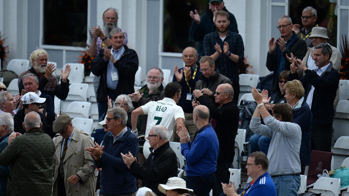 THANK YOU & GOODBYE - Chris Read leaves the outfield at Trent Bridge as a batsman for the last time