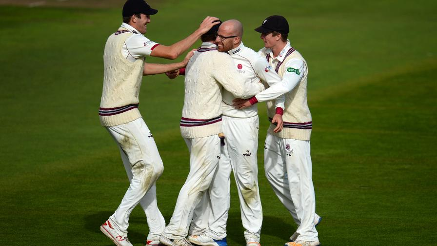 Div One: Leach heroics spur Somerset