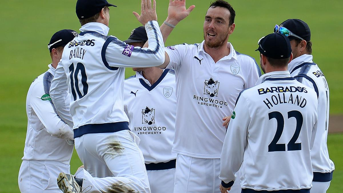 THE EXTRA KYLE - Jarvis took 6/20 as Essex were rolled for 76