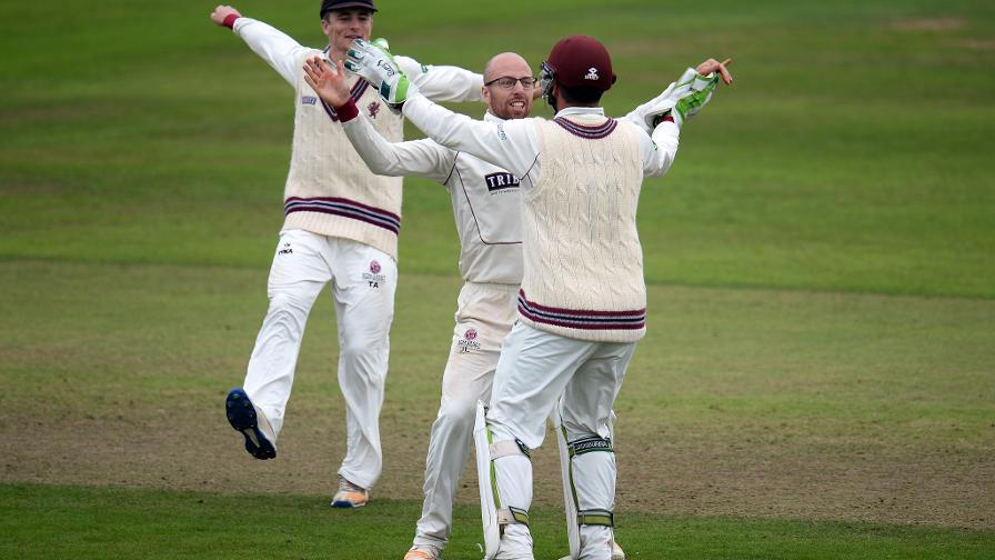 Div One: Somerset increase heat on Middlesex