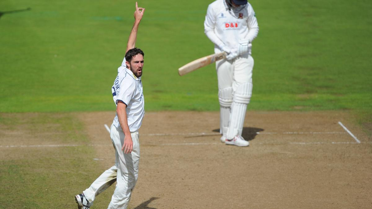 Warwickshire's Ryan Sidebottom ripped into Hampshire's opening batsmen
