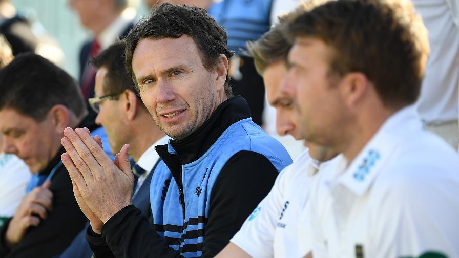 Mark Davis leaves Sussex