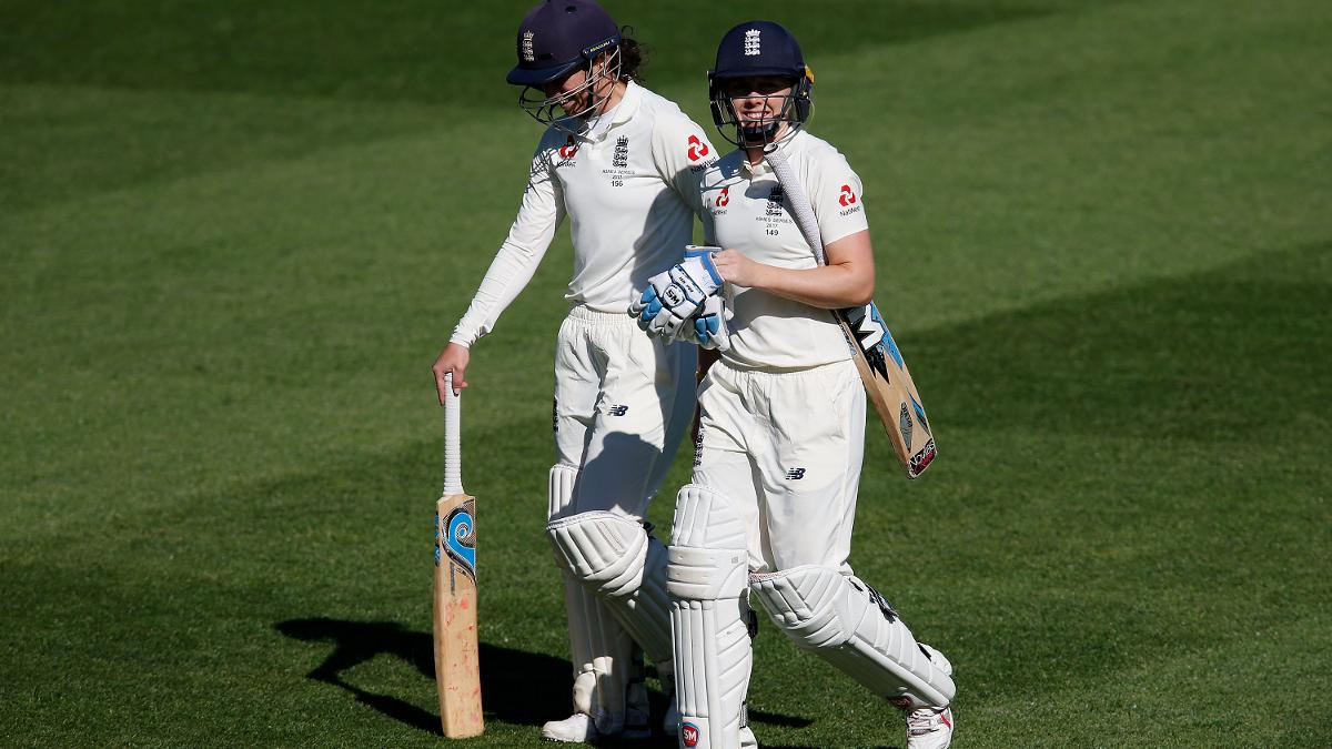 Georgia Elwiss and Knight saw England home to keep the Women's Ashes series alive
