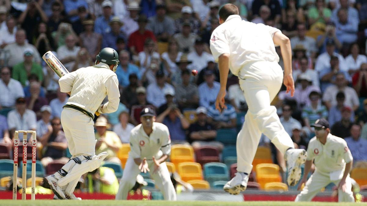 Steve Harmison sends the ball to Andrew Flintoff at second slip