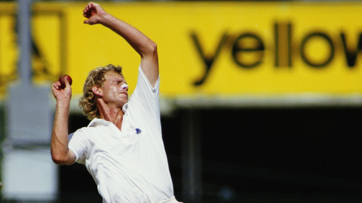 Graham Dilley in full flow during the 1986/87 Ashes