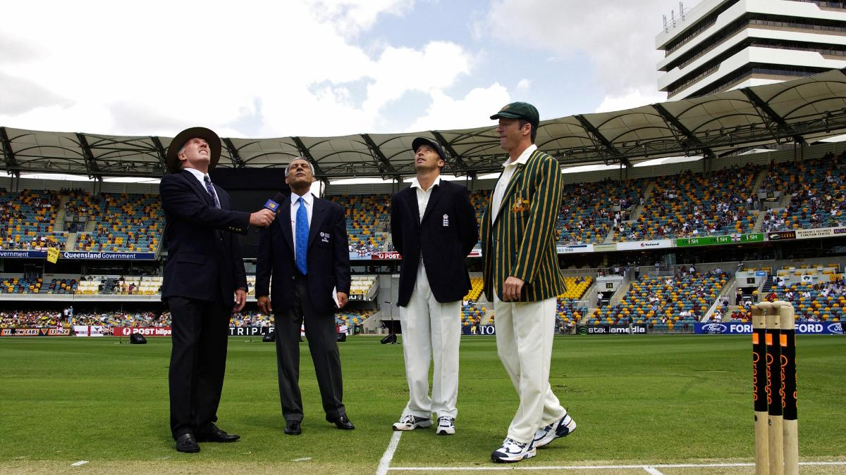 Nasser Hussain called correctly in 2002 and opted to field. Australia closed day one on 364/2
