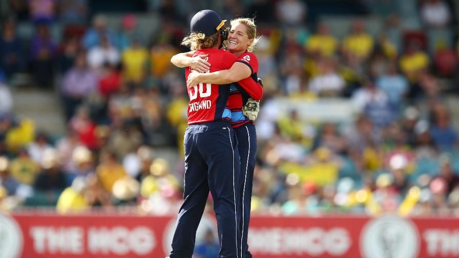 England win second IT20