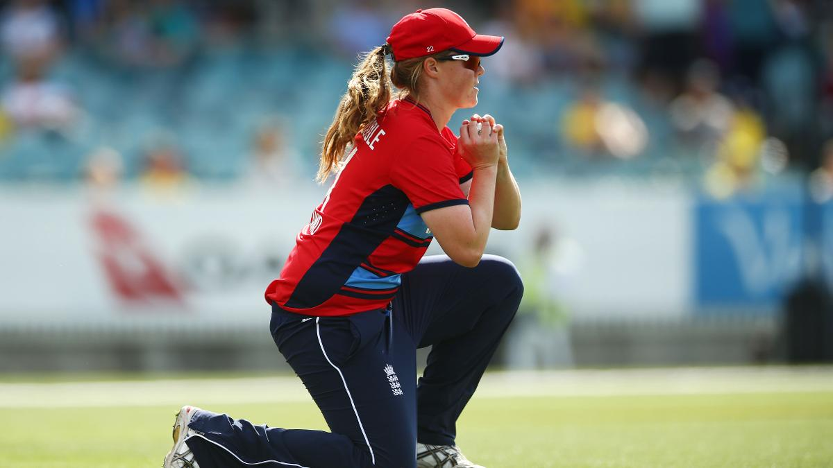 Anya Shrubsole took the catch to dismiss the ever-dangerous Alyssa Healy