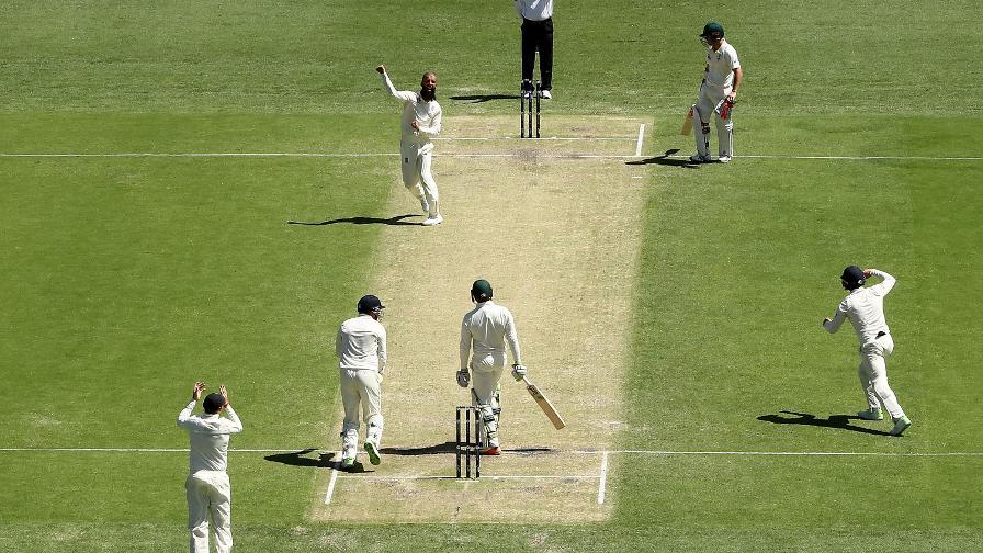 MO SPIN, MO PROBLEMS - Ali traps Khawaja bang in front