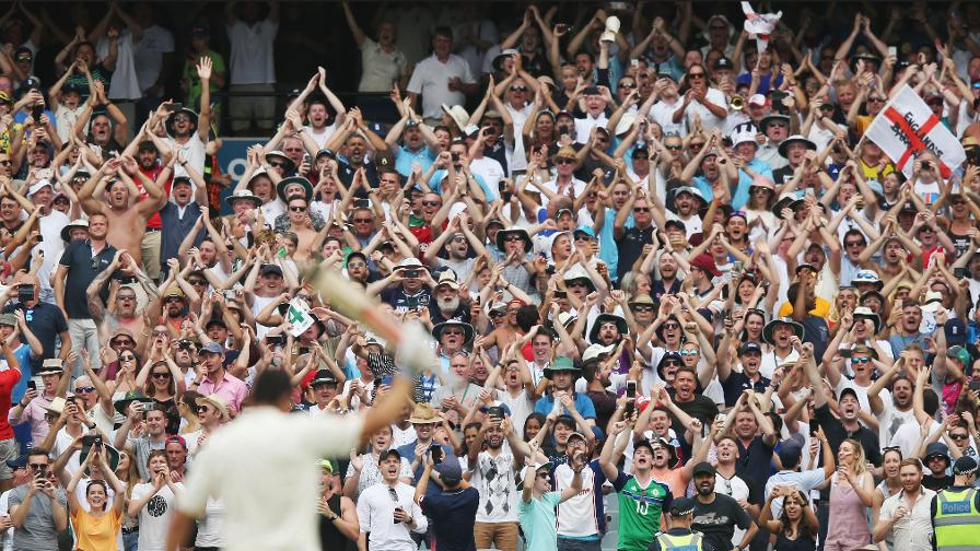 ABSOLUTE SCENES - The Barmy's go bananas for Cooky