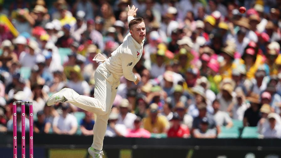 LET IT CRANE - Mason bowls in his first Test match