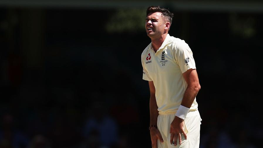 England struggled to take wickets in scorching temperatures in Sydney