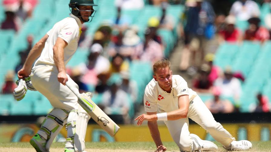 EATING DIRT - Australia have ground England's bowlers down
