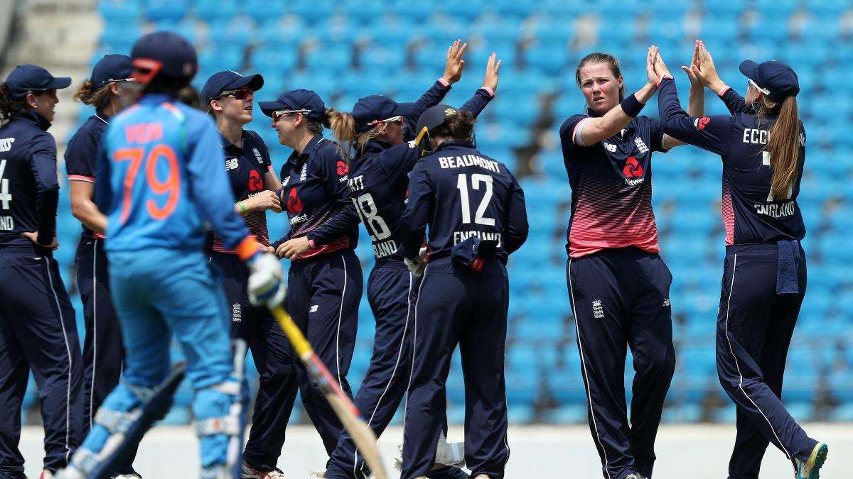 Anya Shrubsole took two early wickets as England started well