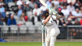 WATCH: Ian Bell carries his bat in glorious century knock for Warwickshire