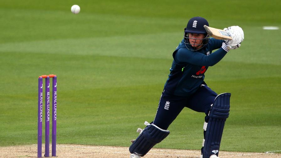 Tammy Beaumont hits out for England