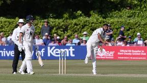 Patel takes six wickets to ensure Warwickshire are top