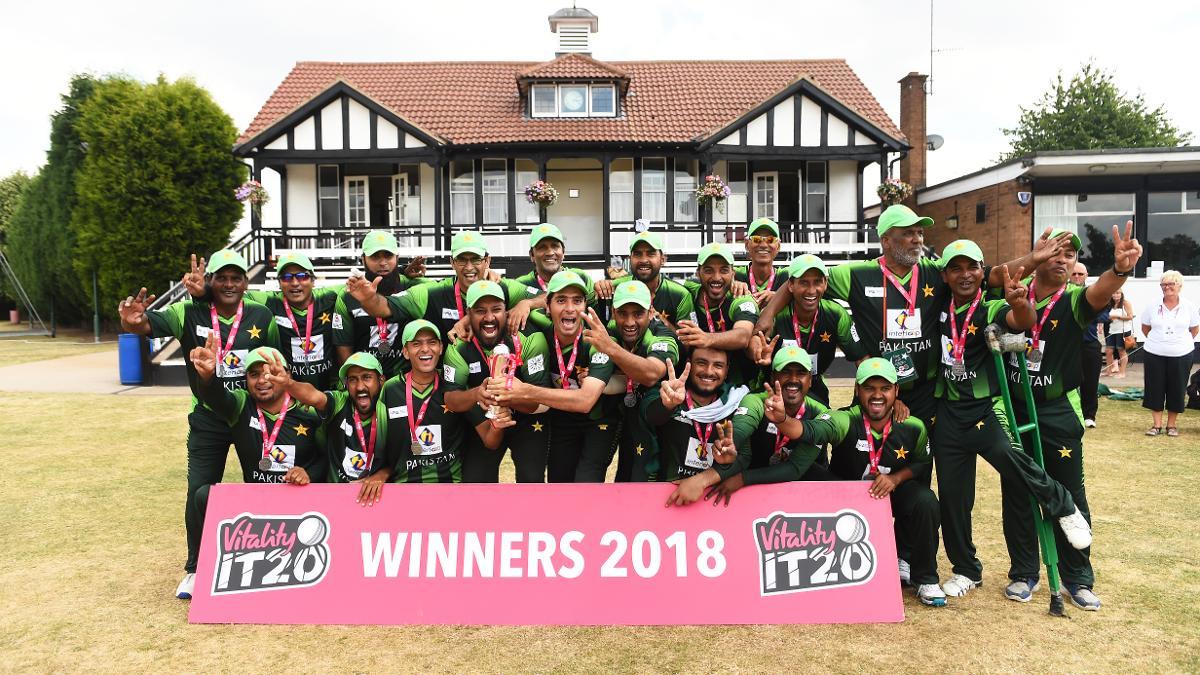 Pakistan celebrate winning the Vitality IT20 Tri-Series