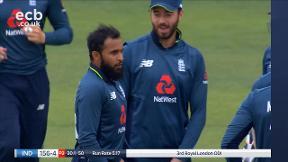 Kohli out, bowled Rashid