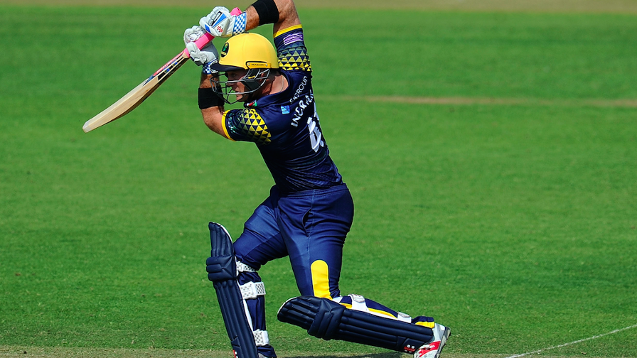 Colin Ingram led Glamorgan to victory, smashing 71no