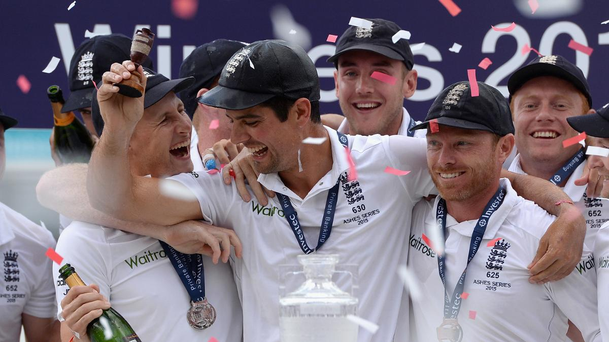 Alastair Cook and Ian Bell celebrate winning the 2015 Ashes
